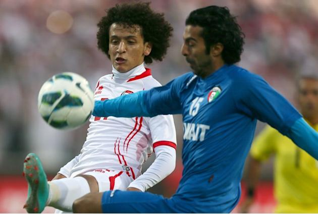 Omar Abelrahman (L) of United Arab Emirates vies for the ball against Waleed Aly of Kuwait during the two teams' semi-final match in the 21st Gulf Cup in Manama, on January 15, 2013. AFP PHOTO/MARWAN