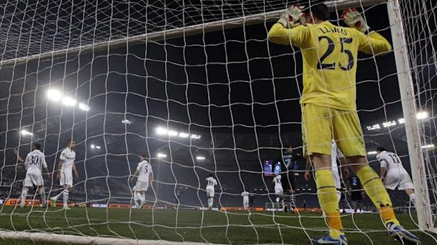 Tottenham goalkeeper Hugo Lloris (R) reacts during their Europa League match against Lazio in Rome (Reuters)
