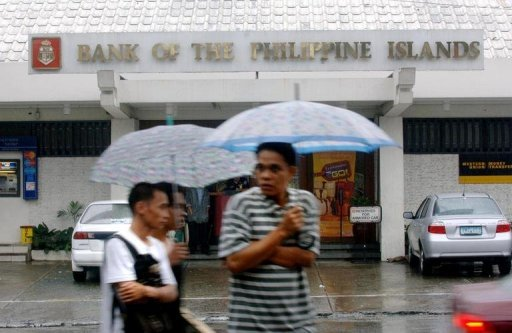 Pedestrians are seen passing by the Bank of the Philippine Islands in Manila, in 2005. Bank of the Philippine Islands said on Wednesday it was in talks to acquire local rival Philippine National Bank to create potentially the country's largest financial institution