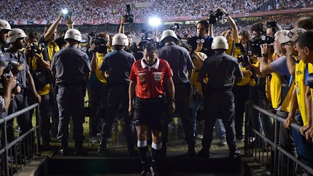 The referee goes to speak with Tigre players during half-time of their Copa Sudamericana final against Sao Paulo (AFP)