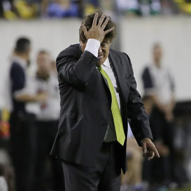PFX18. Philadelphia (United States), 27/07/2015.- Mexicos' head coach Miguel Herrera gestures during the CONCACAF Gold Cup final match between Mexico and Jamaica at Lincoln Financial Field in Philadelphia Pennsylvania, USA, 26 July 2015. (Estados Unidos, Filadelfia) EFE/EPA/PETER FOLEY