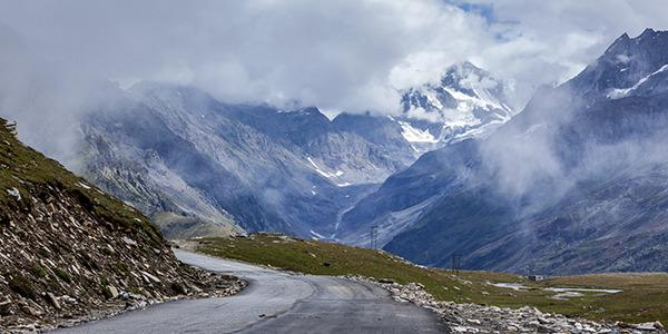 World's scariest roads - Rohtang Pass, India