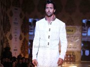 Hrithik SHOCKED with response for awards show performance!