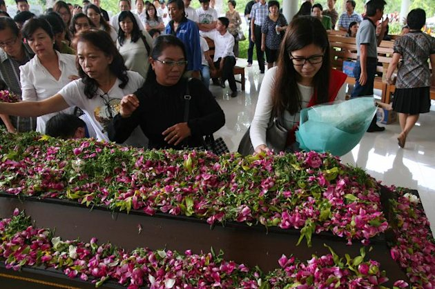 Relatives and friends of 22-year-old Kevin Alexander Soetjipto, a passenger of AirAsia flight QZ8501, mourn during his cremation ceremony in Lawang on January 4, 2015