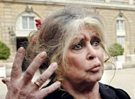 Former French actress Brigitte Bardot answers questions outside the Elysee Palace in Paris, on April 15, 2008. Bardot has issued an appeal to Thai Premier Yingluck Shinawatra to clamp down on the slaughtering of dogs in illegal abattoirs