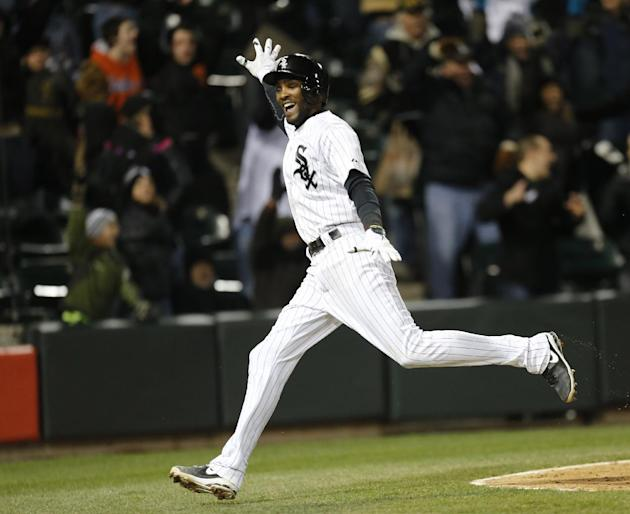 White Sox slip past Red Sox 2-1 on error in 9th
