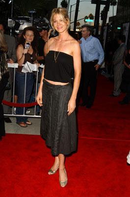 Jenna Elfman at the Beverly Hills premiere of Paramount Pictures' The Manchurian Candidate