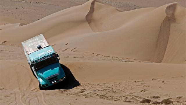 Dakar - Trucks: De Rooy eases to Dakar win