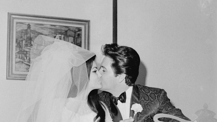 Lisa Marie Elvis weddingkisses