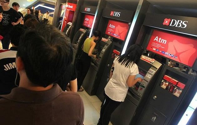 Customers of 14 banks in Singapore can now do instant fund transfers between accounts held in different banks. (Vulcan Post photo)