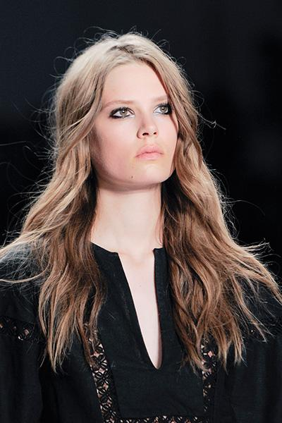 Give rock and roll edge to wavy hair.
