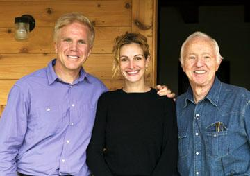 Director Mark Wexler , Julia Roberts and Haskell Wexler in ThinkFilm's Tell Them Who You Are