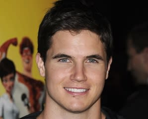 Pilot Scoop: Revenge Actor Robbie Amell Is One of The CW's Tomorrow People
