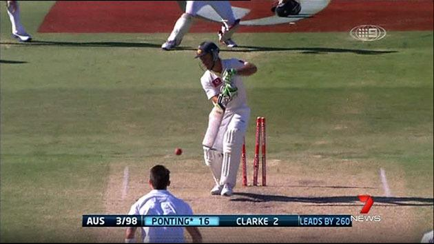Clarke and Hussey survive collapse