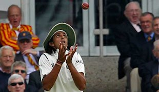 Ishant catches Strauss at fine-leg.