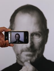 Tim Cook avrebbe potuto salvare Steve Jobs Uk-reacts-death-apple-co-20111006-063218-439