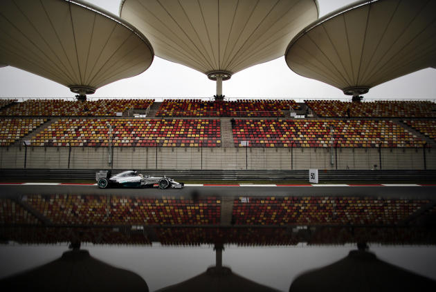 Formula One driver Lewis Hamilton of Britain drives during the first practice session of the Chinese F1 Grand Prix at the Shanghai International circuit, April 18, 2014. (REUTERS/Carlos Barria)