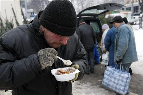 Severe cold hits Ukraine's homeless