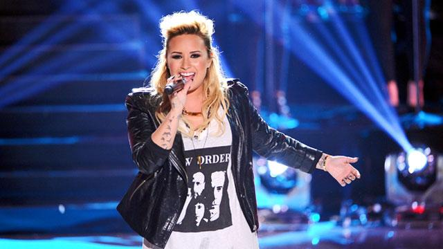 Demi Lovato Shines at Teen Choice Awards