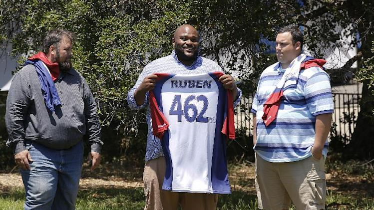 "This image released by NBC shows, from left, David Brown, Ruben Studdard, and Hap Holmstead on ""The Biggest Loser,"" in Calbasas, Calif. Studdard, the season two winner of ""American Idol"" is the 15th season's heaviest contestant at 462 pounds. ""The Biggest Loser"" returns Oct. 8 at 8 p.m on NBC. (AP Photo/NBC, Trae Patton/NBC)"