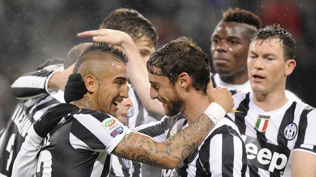 Serie A - Vidal brace helps Juventus to 12 straight league wins