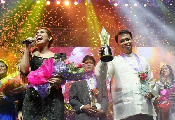 "First ASOP Songwriting Festival winner Anton Estrella Jr. with interpreter Gail Blanco during the Finals Night held at Smart Araneta last September 24. Estrella's song ""Purihin Mo Ang Dios, Oh Pilipinas"" was named ""Song Of The Year,"" beating 11 other monthly finalists of the year-long competition aired on UNTV Channel."
