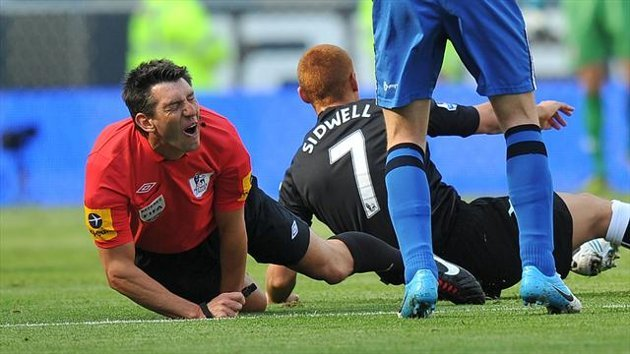 Referee Lee Probert (left) is caught up in a tackle with Fulham's Steve Sidwell (right) Premier League - Wigan Athletic v Fulham - DW Stadium