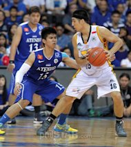 Jeric Teng of UST looks for some room for maneuver against Kiefer Ravena of Ateneo in a crucial UAAP game yesterday. JUN MENDOZA