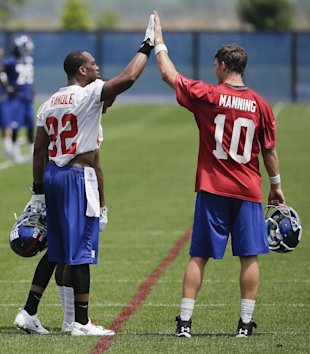 Rueben Randle and Eli Manning (AP)