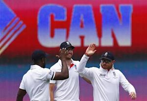 England's Ian Bell (R) celebrates with Michael Carberry (L) and James Anderson after taking a catch to dismiss Australia's captain Michael Clarke during the first day of the fifth Ashes cricket test match in Sydney January 3, 2014. REUTERS/David Gray