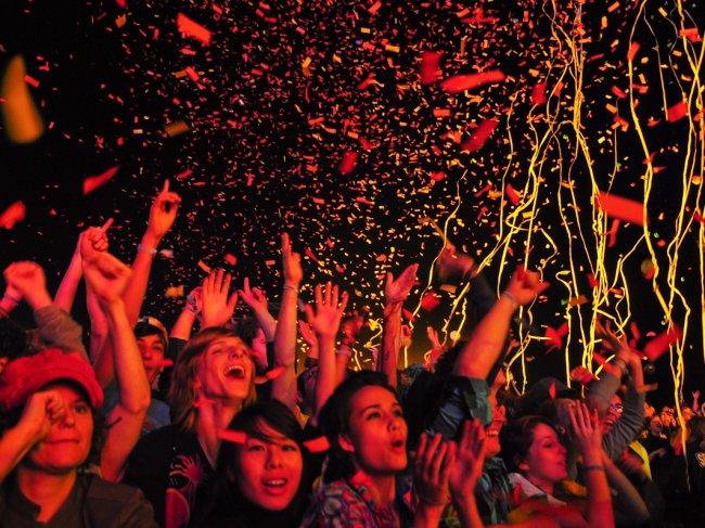 crowd cheering confetti