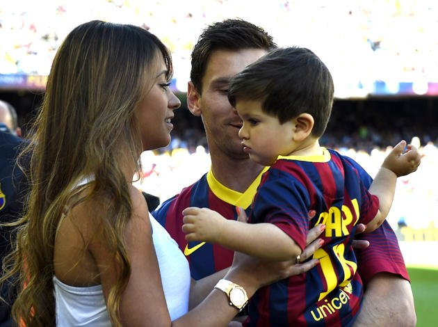 Messi, his wife and his son - Barcelona