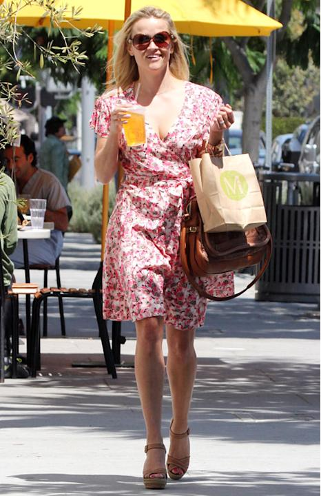 Reese-Witherspoon-floral-dress-jpg