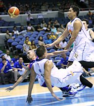 TNT's Ryan Reyes and Ari21's Mike Cortez fall to the floor. (PBA Images)