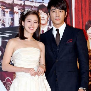 Kim Tae Hee and Song Seung Hun (Sport Korea)