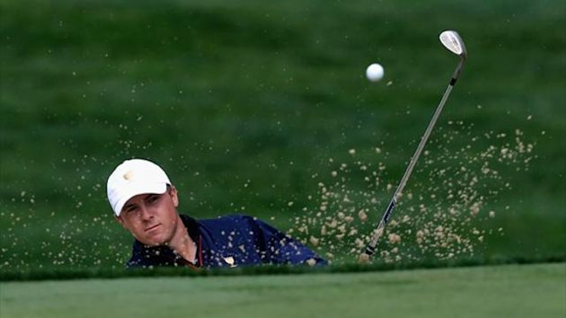 Jordan Spieth of the U.S. Team hits a bunker shot on the seventh hole during the Day One Four-Ball Matches at the Muirfield Village Golf Club (AFP)