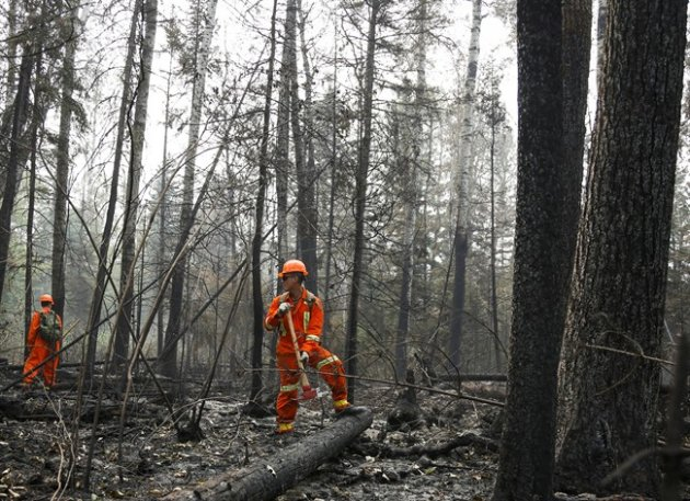 Cpl. Kevin Deng, a member of the Canadian Forces looks for hotspots from wildfires near Montreal Lake, Sask., Thursday, July 9, 2015.THE CANADIAN PRESS/Jeff McIntosh