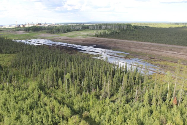An aerial view shows the spill near the Nexen Energy's Long Lake oilsands facility. (Reuters)
