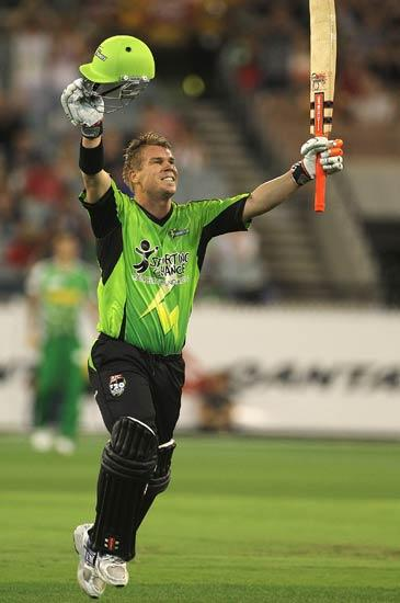 MELBOURNE, AUSTRALIA - DECEMBER 17:  David Warner of the Thunder reaches his century during the T20 Big Bash League match between the Melbourne Stars and the Sydney Thunder at Melbourne Cricket Ground