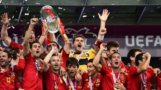 Spanish players celebrate after winning the Euro 2012 football championships final