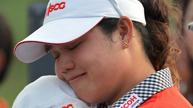 Ariya Jutanugarn of Thailand (R) hugs with her sisiter after the final round of Honda LPGA Thailand golf tournament in Pattaya (AFP)