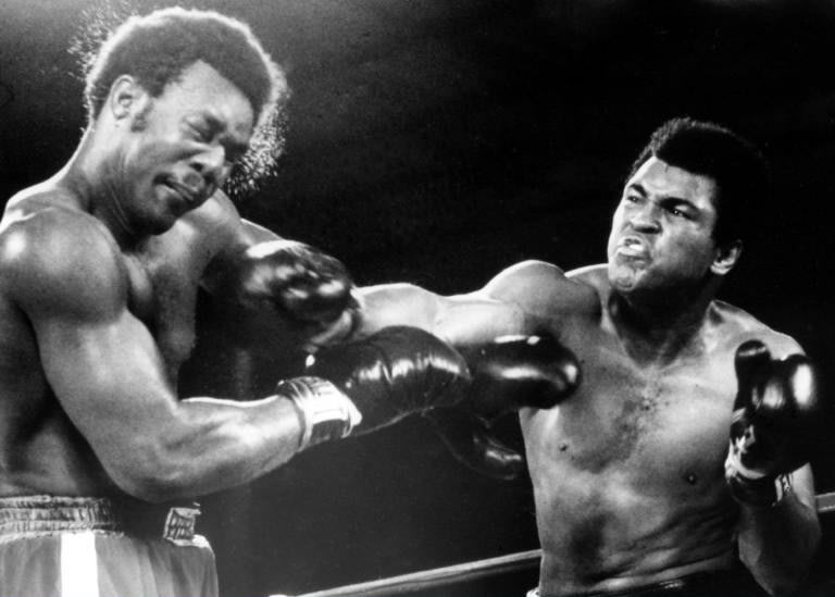 DEUX ÉNORMES TECHNICIENS DU RING. Cassius CLAY + Georges FOREMAN