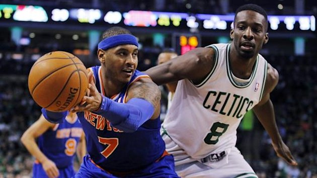 New York Knicks' Carmelo Anthony (L) catches a pass in front of Boston Celtics' Jeff Green (Reuters)