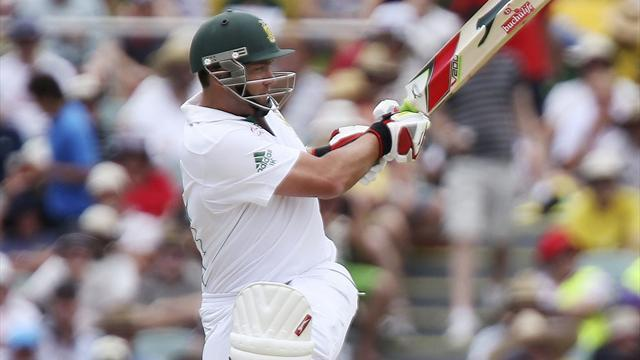 Cricket - South Africa's Kallis passes 13,000 Test runs