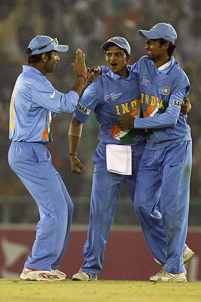 During Dravid's captaincy the Indian team broke the record for most consecutive ODIs won while batting second. For this 17 match run, Dravid was the captain for 15 matches and Sourav Ganguly was the c