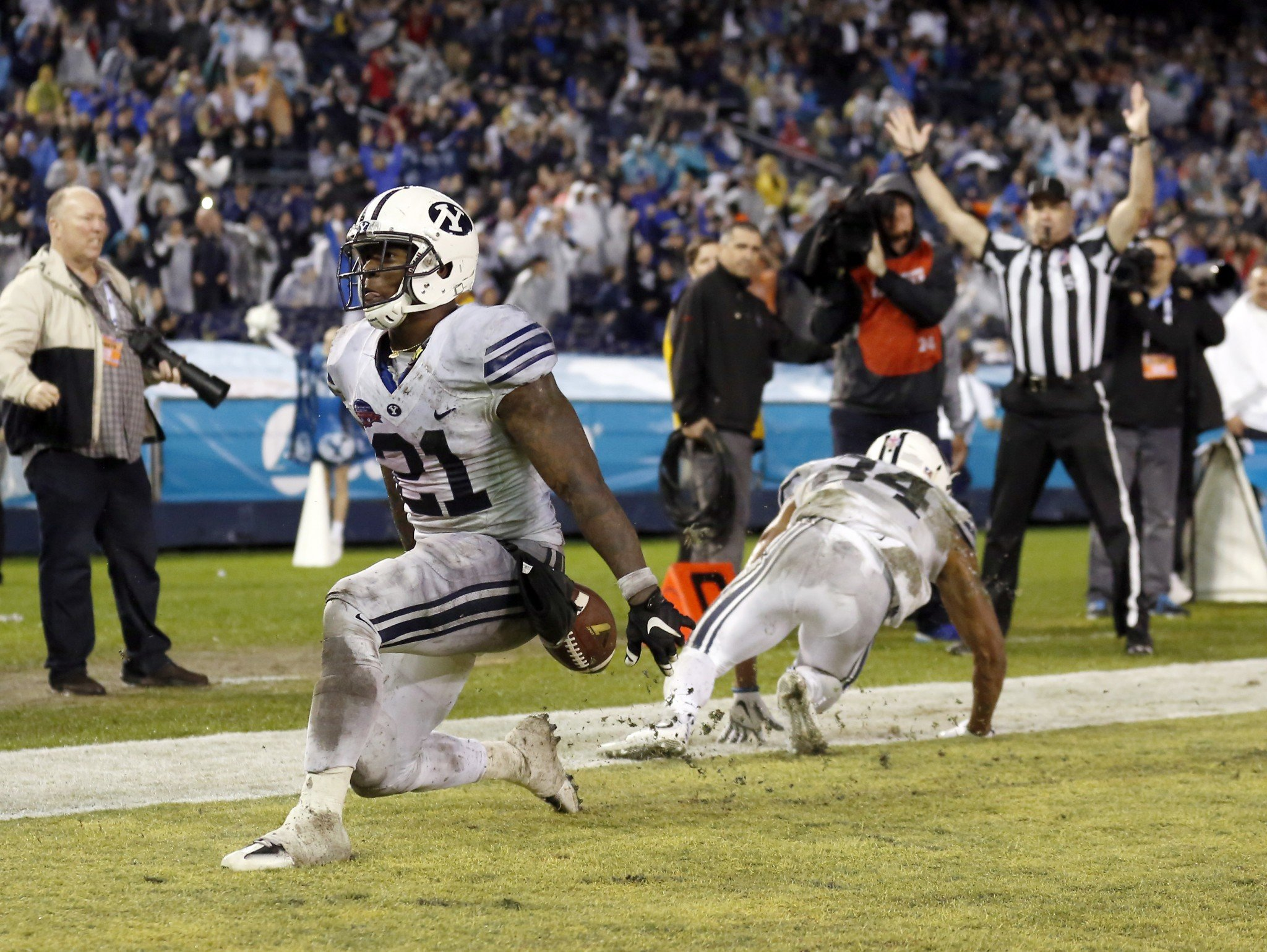 BYU RB Jamaal Williams rushed for 210 yards and a touchdown in the win (AP)