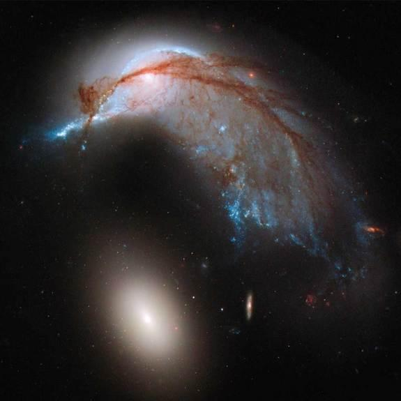 Galaxy Crash Spawns Space Penguin in Hubble Telescope Photo