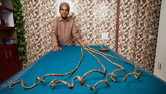 Shridar Chillal no se ha cortado las uñas en 62 años