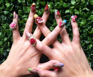 Katy Perry's Tweets A Photo Of Her Fabulously Floral Nails