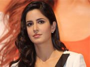 Katrina helps Neetu overcome stage fear